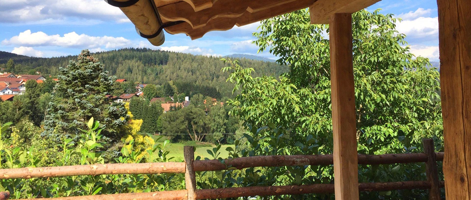 frisch-rabenstein-luxus-chalets-zwiesel-terrasse-aussicht-1600